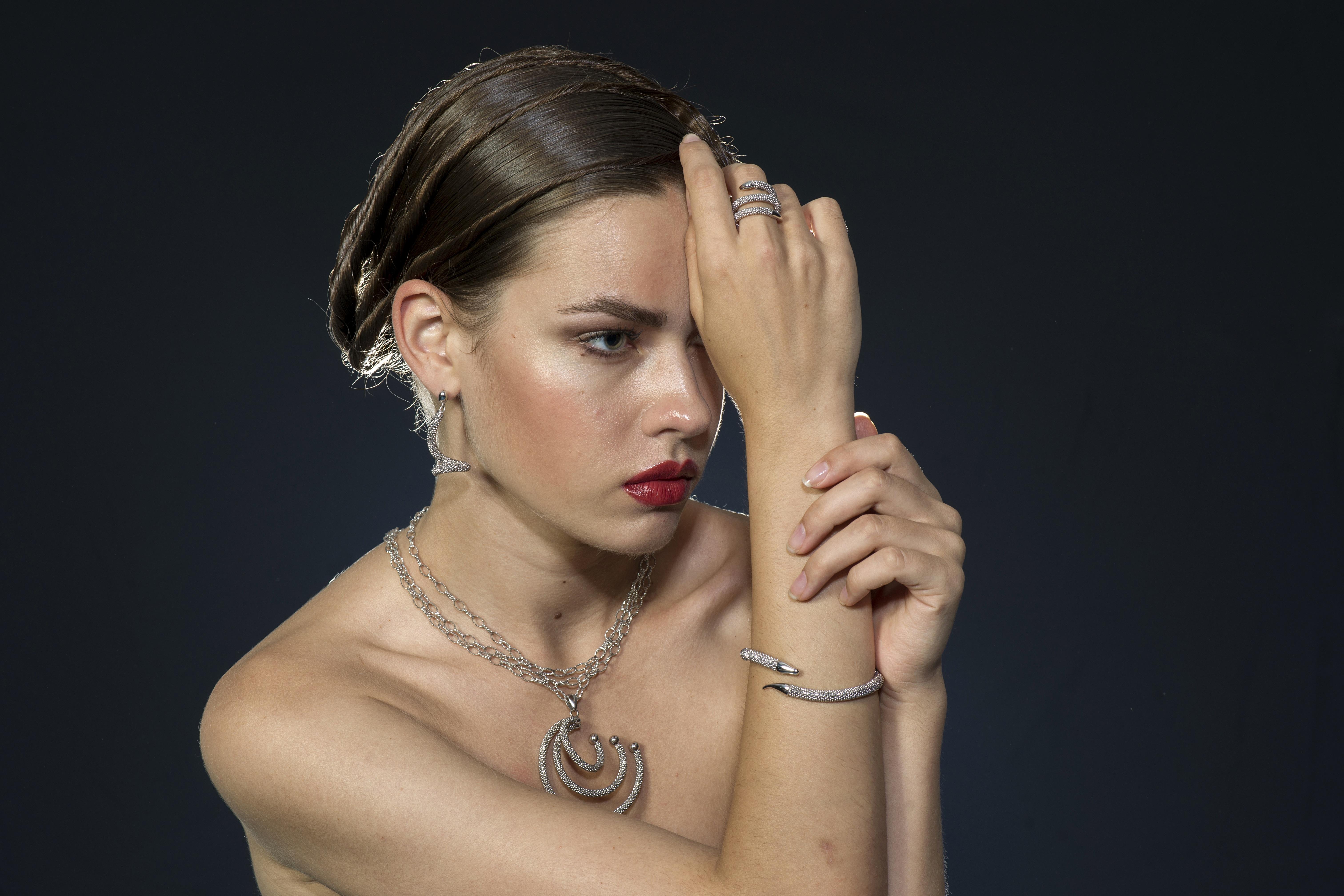 Junge Frau ohne Tattoo dank Laser - nachher